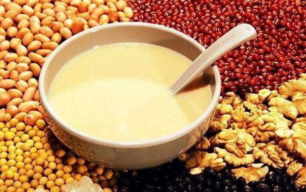 AAA品牌豆浆是隶属于深圳. A餐饮管理有限公司旗下的一个品牌. 是一家集食品研究与技术开发、餐饮项目培训、餐饮咨询与餐饮业务策划服务. 优势一、小吃项目精挑细选. 实战老师讲事实.
